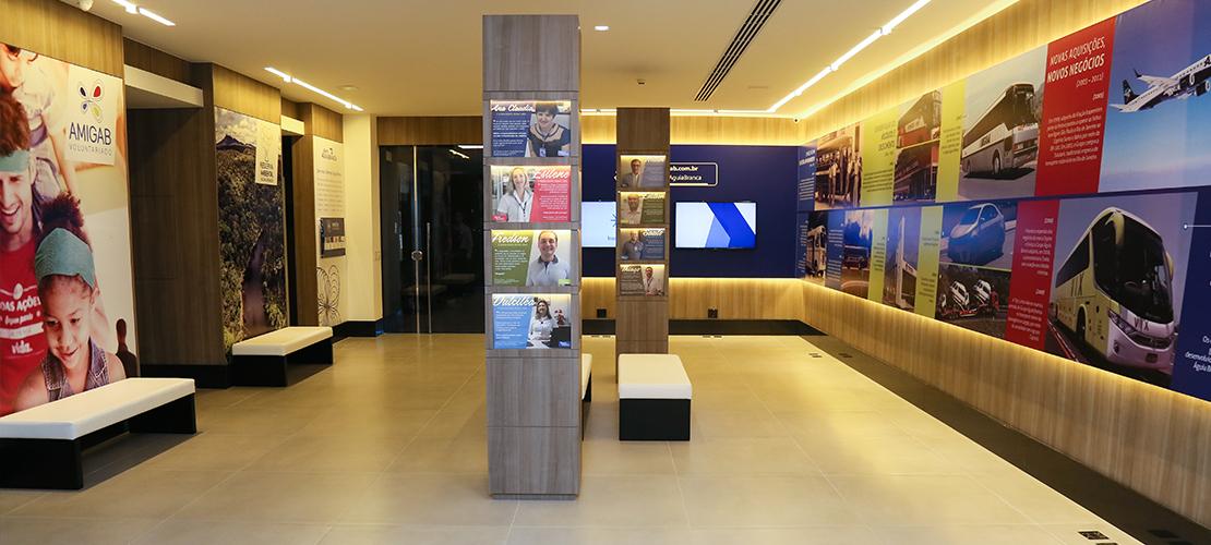 Foto da exposição Nossas Histórias, para ilustração do case de Gestão de Projetos Digitais do Grupo Águia Branca, Aldeia Conteúdo